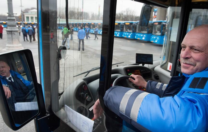 Водитель нового автобуса ЛиАЗ