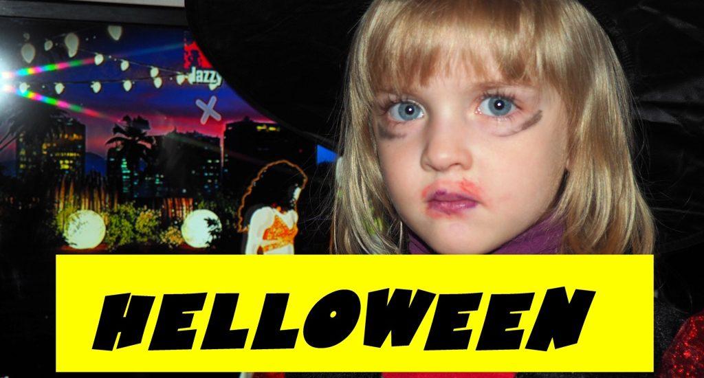 У соседей, дети-ведьмочки, ищут сладости. В костюмах ведьмы